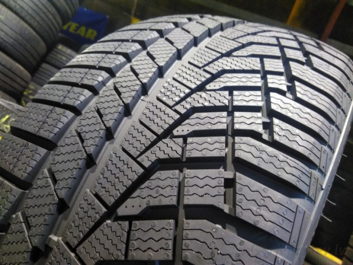 Зимние шины Sailun Ice Blazer Alpine Evo 275/35 R20 0